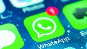 customer-buy-Prada-Versace-WhatsApp-ecommerce-mobile