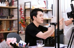 How China's Cosmetics Live-Streaming Flourished in 2020